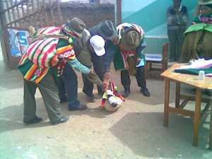 Campesinos realizando la Challa